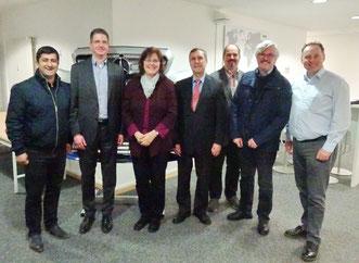 Martin Wippermann, Mitglied der REHAU Automotive Geschäftsleitung (2. v. l.), mit Halil Tasdelen, Elisabeth Zagel, Christoph Rabenstein, Jörg Grieshammer, Sigfried Zerrenner und Thomas Bauske