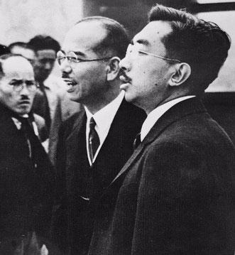 写真は戦災状況を昭和天皇に説明する石見元秀・昭和23年6月 姫路公会堂バルコニーにて・・・