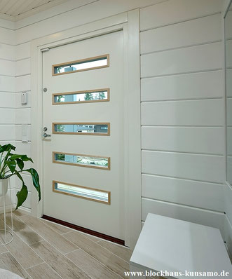 Blockhaus - Formstabile Eingangstür aus Holz in Weiß
