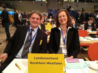 Witzel und Hermann lauschen dem Parteitagsgeschehen.