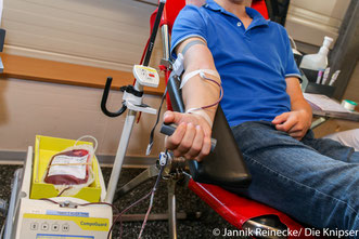 Vor jeder Blutspende müssen die Leute noch einige Fragen beantworten, damit sie überhaupt spenden dürfen.