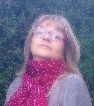 Photo portrait de Martine la créatrice de Marquise Grenat