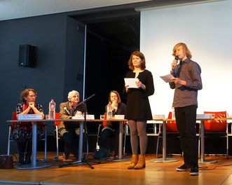 Students of the Goethe Gymnasium moderate the panel