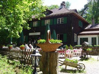 """Die Waldgestätte """"Lindemannsruhe"""" ist Ausgangspunkt und Ziel des Ganerbenwegs. Fotos: Pfalz Touristik"""