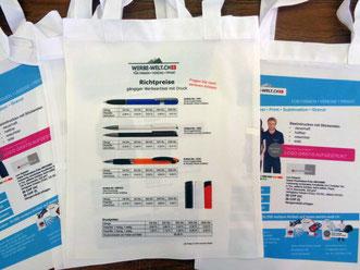 Bedruckte handtasche mit Flyer. auch photos sehen auf diese Art Tasche Hervorragend aus.