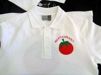 logo besticken auf poloshirts, bestickte poloshirts mit logo, sloga, wir sticken auch Hemden, caps, jacken, Schürtze, Polohemden. auch unsere Druckverfahren wie siebdruck, transferdruck in zürich ist das beste.