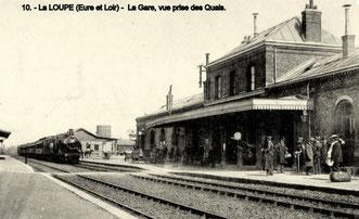 Arrivée d'un train à vapeur en gare de La Loupe
