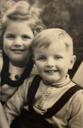 Ulrich mit der ein Jahr älteren Schwester Gabriele