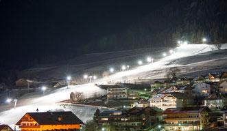 Nachtski / sciate notturne / night skiing