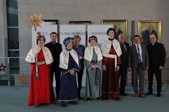 Vier Sternsinger aus Hausheim haben das Bistum Eichstätt bei der Bundeskanzlerin vertreten. pde-Foto: Anika Taiber-Groh