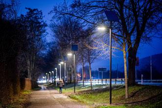 Neue Teststrecke mit Solarbeleuchtung auf Radweg in Heidelberg-Rohrbach Süd.