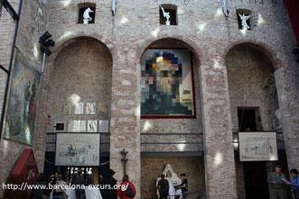 Экскурсии из Барселоны в музей Дали