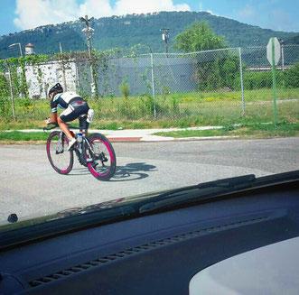 Begleitet von Erik im Auto testete ich die Radstrecke