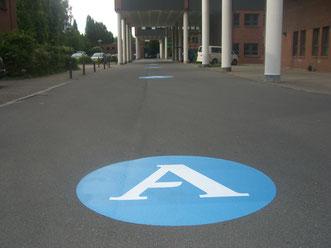 Floorgraphic bzw. Fußbodenaufkleber auf Asphalt