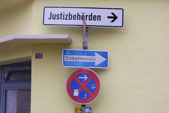 Oldenburg, Hinweisschild zu den Gerichten