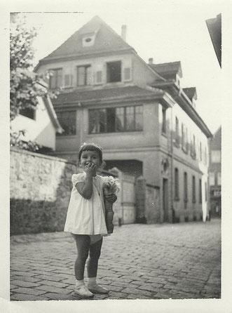La maison depuis la rue de Hohrod, années 1960, avec Marie-Françoise enfant.