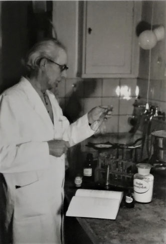 Hermann Rasch im Labor
