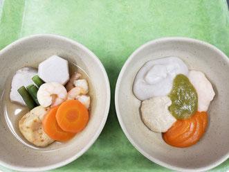 右側)食べやすい形態に加工した食事、それぞれの味を楽しめるように分けて盛り付けます