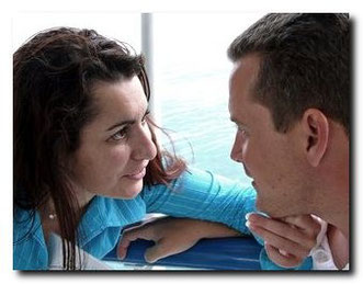 Paar im Gespräch als Symbol  für Paartherapie