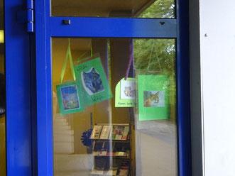 Eingangstür mit Klassensymbolen