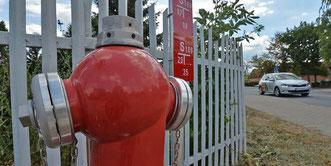 Neue Hydranten im Gewerbe- und im Ortsgebiet von Hoym zeugen von dem riesigen Projekt, das den Bereich nun mit Löschwasser versorgt.  Foto: Frank Gehrmann