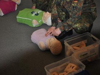 Reanimationstraining im Erste Hilfe Kurs