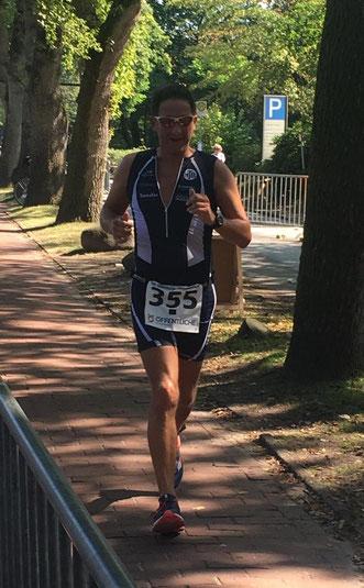Christian Ertel kämpfte auf der Laufstrecke mit den tropischen Temperaturen.