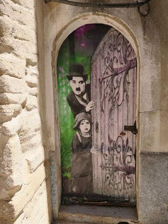 Monteux, Tür mit einem trompe l'oeil geschmückt