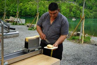 Chäsbrätel nach Brienzer Art - abgestrichen auf ein Stück Brot