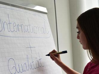 Die Weiterbildung durch eine Bildungsprämie finanzieren lassen - dieses Angebot nutzen vor allem Frauen. Foto: Jens Kalaene