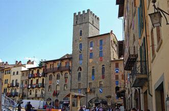 Geschmückter Piazza Grande in Arezzo