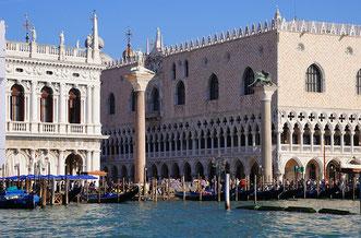 Markusplatz in Venedig vom Wasser aus