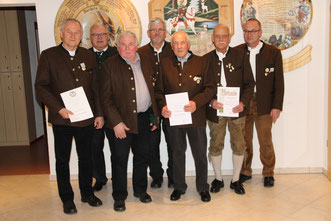 v. l.: Franz Meitinger, 1. Gauschützenmeister Alois Helfer, Franz Habersetzer, 2. Vorsitzender Alois Appel, Andreas Ottillinger, Werner Engelhardt, 1. Vorsitzender Gerhard Daferner