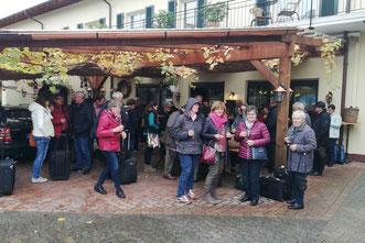 """Empfang vor dem Hotel """"Zum Ochsen"""" in Schallstadt"""