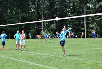 Tolle und spannende Spiele gab es auch am Sonntagvormittag. Die Gastgeber vom TV Hohenklingen II (hier Angreifer Yannick Göricke) mussten sich nach einer Niederlage gegen den Nachbarn TSV Ötisheim mit dem Vizemeisterstitel zufrieden geben.