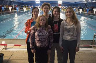 Sarah-Maria Fabian, Dr. Jutta Jäger, Maja Pelt, Lena Zuspann, vorne links: Darleen Beisel