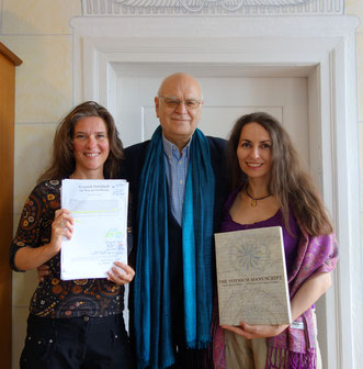 Prof Dr. Rainer Hannig mit Angela Kaiser (links) und seiner Frau Daniela Rutica