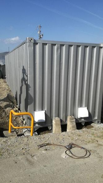 知多郡武豊町 中古コンテナ40ftノーマル遮熱塗装・換気扇・フロア抜き・鉄板設置