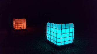 Beleuchtete Container-Stehtische
