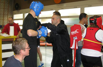 Bernie Pulfer vor Debut mit Marco Spath, Coach - 1.Teilnahme M's-Gym Bern LC-Boxing Start-UP Turnier Bern / (7 LC-Boxer M's-Gym), 30. Nov. 2013