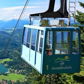 Blick auf den Walchensee mit Gondel der Herzogstandbahn