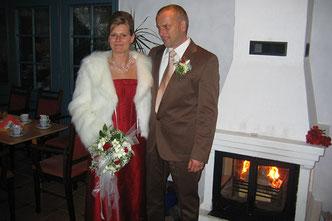 Hochzeitspaar am Kamin in der Friesenstube