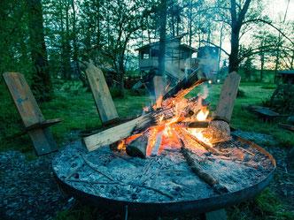 Bild zur Kategorie Intervention im Outdoor Teambuilding für Firmen, Feuerstelle mit Lagerfeuer