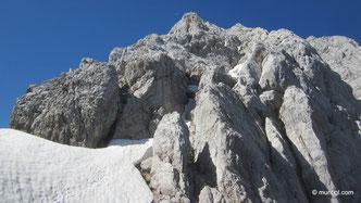 in leichter Kletterei hinauf zum Gipfel