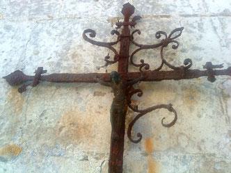 Croix au chevet de l'église de Vacquerie (commune de Bernaville) Photo: Dominique Lemaire