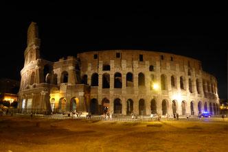 Rom: Kolosseum bei Nacht