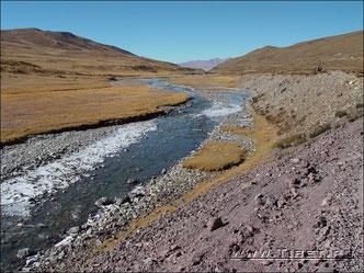 37.  Вдоль реки Дзонг Чу (Dzong Chu).