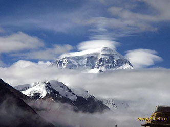 18. Эверест и облака.