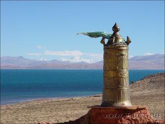 38.  Монастырь Чиу (Chiu) на озере Манасаровар.