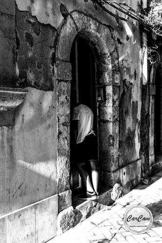 Sicile, sicilia, trinacria, ortigia, ortigie, art, catania, italie, art, travel, love, amour, noir et blanc, black and white, street photography, carcam, je shoote
